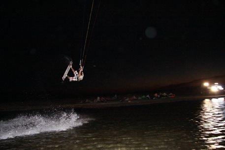 harakiri_kiteboarding_Agios_Nikolaos_night_kite_02.JPG