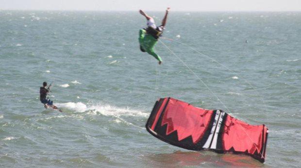 helmu na kiteboarding - mít či nemít
