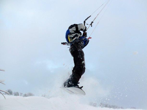 snowkiting-adolfov-peter-lynn-charger-flysurfer-speed25.JPG