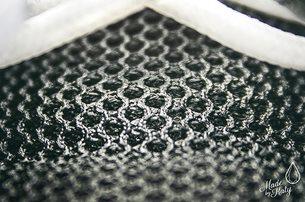 Detail materiálu na botě