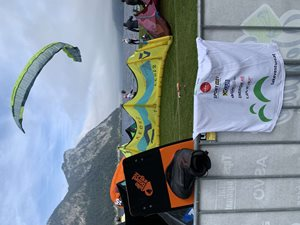 Kitesurfing-Lakeventure-foil-zavody-