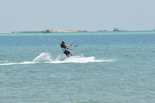 HARAKIRI kite kurzy Hurgada Egypt tahosh flysurfer 02.JPG