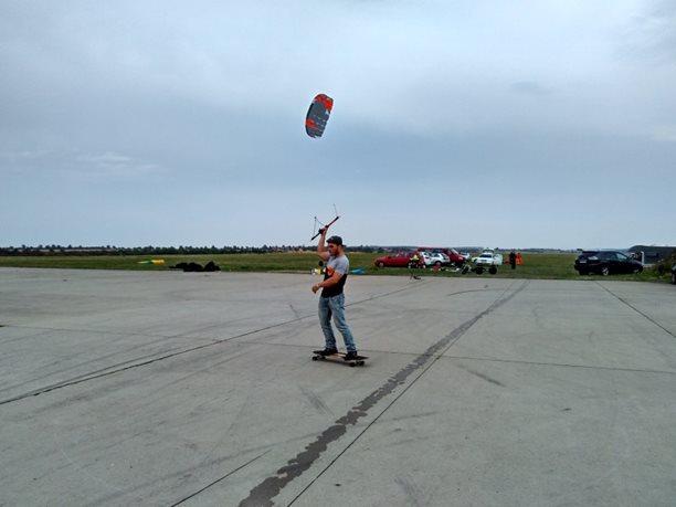 Landkiting MCR Panensky Tynec - na longboard cvicnak staci.jpg