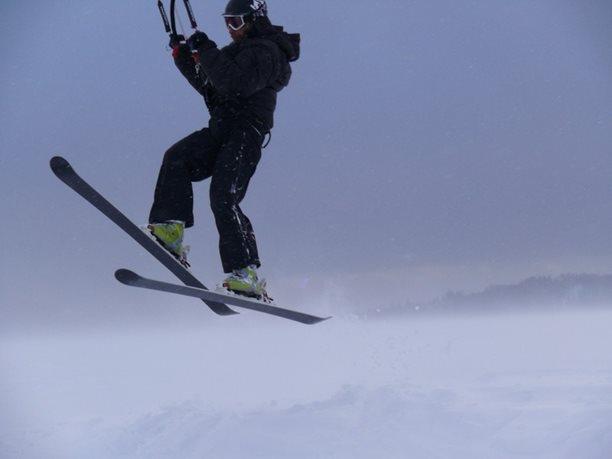 snowkiting-adolfov-peter-lynn-charger-flysurfer-speed18.JPG