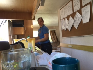 Kitesurfing-Start-a-stavba-zakladny-na-Rujane-Katka se zhostila ženské práce a ulehali jsme do čisté mobilky.