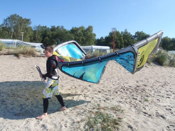 správný transport kitu na pláži
