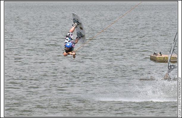 wake_vlek_straz_pod_ralskem_kite_kiteboarding_snowkiting_landkiting_nobile_naish_flysurfer_25.jpg
