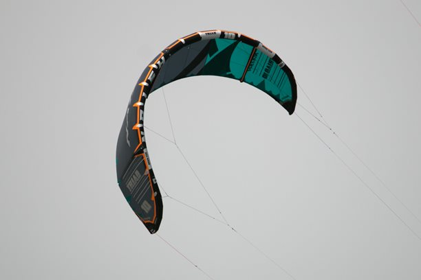 Kitesurfing-NAISH-TRIAD-unpacking-