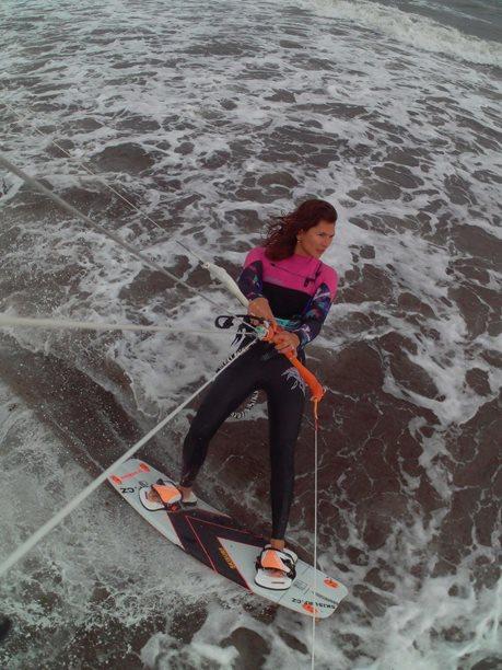 Kitesurfing-Spanelska-Tarifa (2)-Kája v akci s dashem a splitem