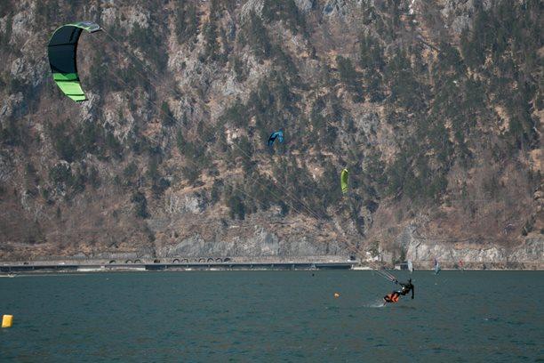 Kitesurfing-breznove-Traunsee-