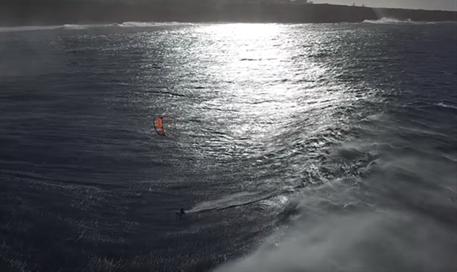 Kitesurfing-Jesse-Richman-Maui-drone-kiteboarding-Jesse Richman kite and waves