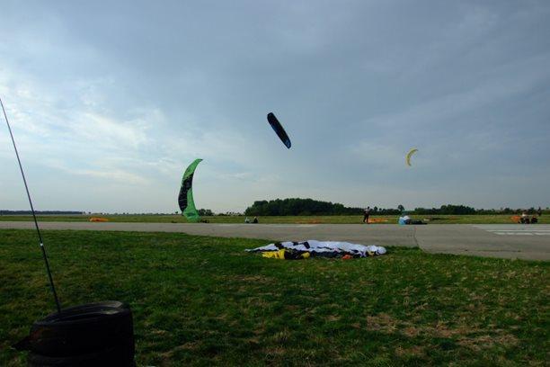 Landkiting MCR Panensky Tynec -flysurfer Sonic testovani.JPG