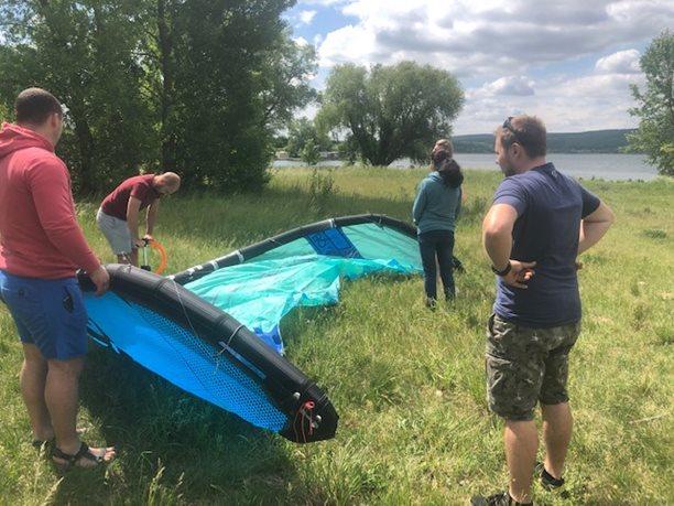 Kitesurfing-KITE-KURZ-NA-HLUBOKE-VODE-příprava na suchu je nezbytná