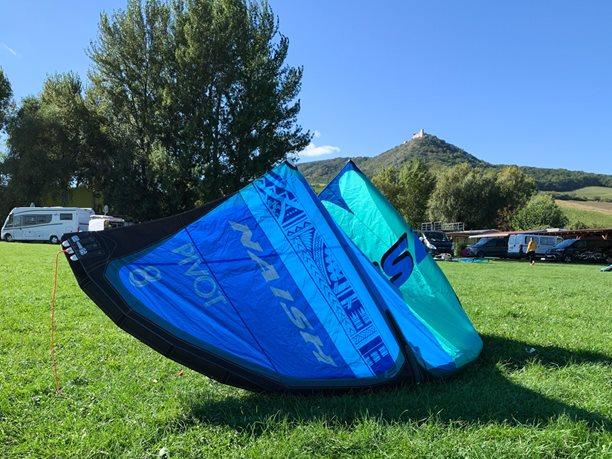 Kitesurfing-Kite-S25-NAISH-PIVOT-
