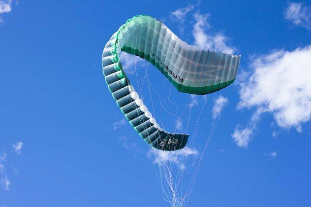 Kitesurfing-Oteviracka-kite-sezony-v-Praze-Modranech-Tahle fotka hodně vystihuje onen den.