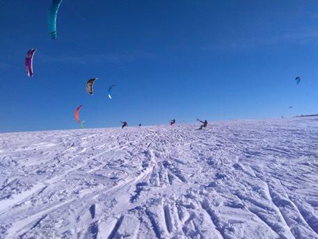 Snowkiting-Strormy-Moldava-snowkite-zavod-28-29-1-2017-baccountry závod jelo cca 30 závodníků