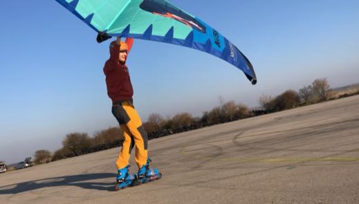Wing-boarding-Naish-Wing-boarding-Tour-2020-Naish Wing-boarding Tour 2020 - na letišti s Alešem