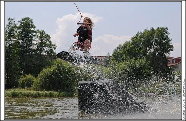 wake_vlek_straz_pod_ralskem_kite_kiteboarding_snowkiting_landkiting_nobile_naish_flysurfer_12.jpg