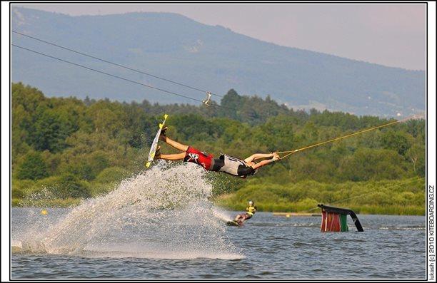 wake_vlek_straz_pod_ralskem_kite_kiteboarding_snowkiting_landkiting_nobile_naish_flysurfer_38.jpg