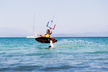 Kitesurfing-Recko-–-foiling-v-zatoce-u-Tlustocha-