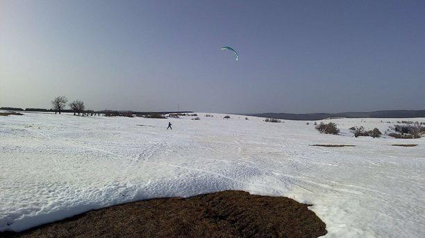 Snowkiting-jarni-unorova-Moldava-