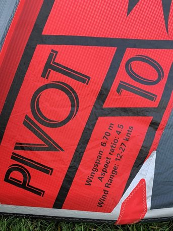 Kitesurfing-Fototest-–-kite-2020-NAISH-PIVOT-