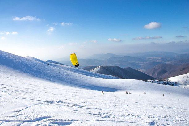 Snowkiting-Adrenalinove-jaro-