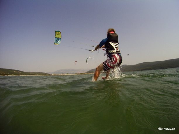 kiteboarding-kite-kurzy-harakiri-lefkada-lefkaz-10.JPG