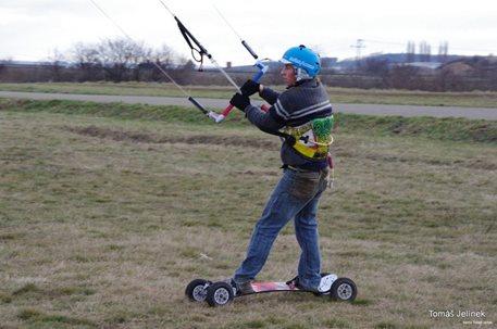 brno-landkiting-slatina-lk-land-kite-03.JPG
