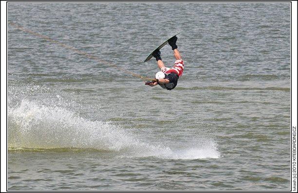 wake_vlek_straz_pod_ralskem_kite_kiteboarding_snowkiting_landkiting_nobile_naish_flysurfer_28.jpg