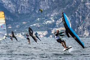 Wing-boarding-Wingfoil-tour-Malcesine (3)-