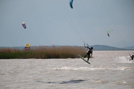 Kitesurfing-prodlouzeny-vikend-v-Podersdorfu-6-8-5-17-