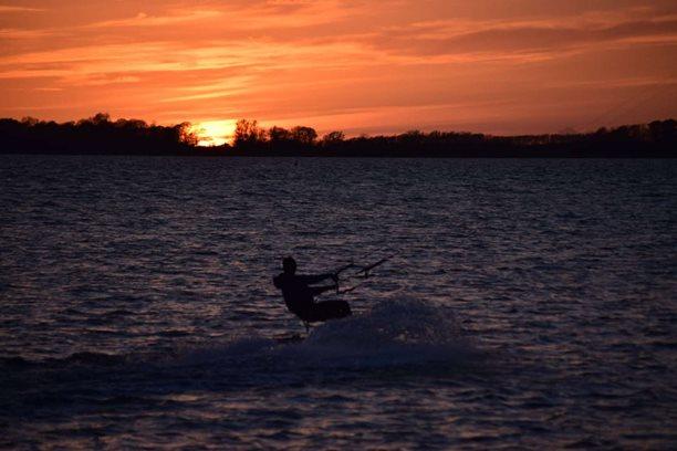 Kitesurfing-SSS-Sonic-Sunset-Session-na-Rujane-