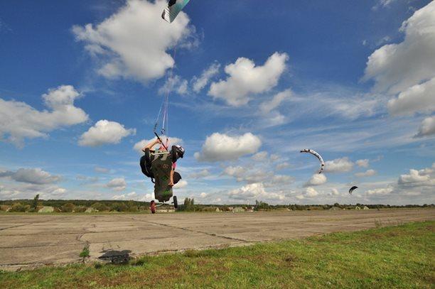 lukash_tomex_kiteboarding_snowkiting_landkiting_naish_flysurfer_nobile_DSC_4564.jpg