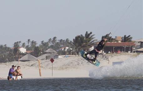 Kitesurfing-Paul-Serin-Brazil-freestyle-kiting-Brazil kite session
