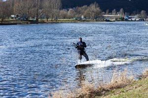Kitesurfing-Oteviracka-kite-sezony-v-Praze-Modranech-