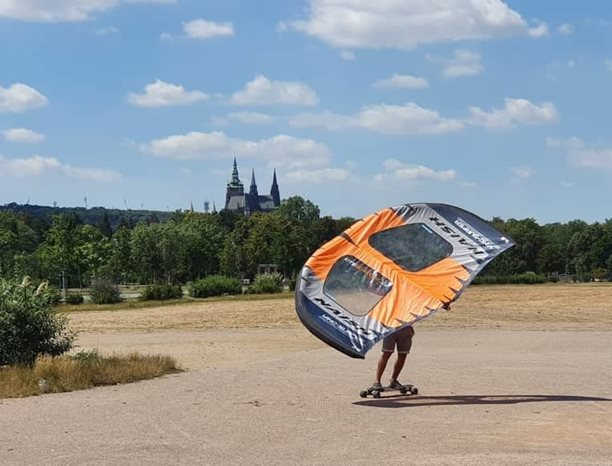 Wing-boarding-Naish-Wing-boarding-Tour-2020-Naish Wing-boarding Tour 2020 - s výhledem na Hradčany