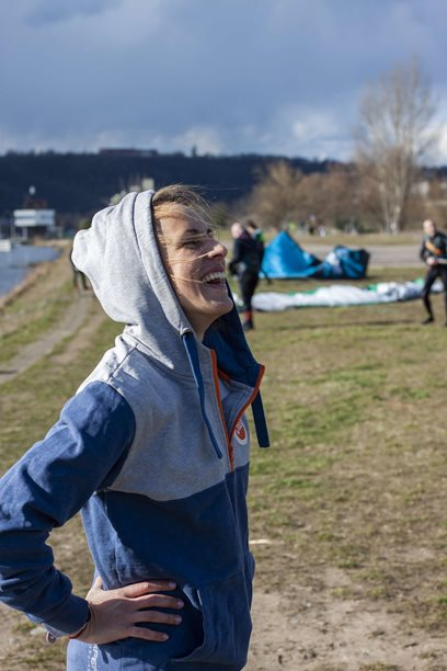 Kitesurfing-Oteviracka-kite-sezony-v-Praze-Modranech-Z pláže to bylo taky super.