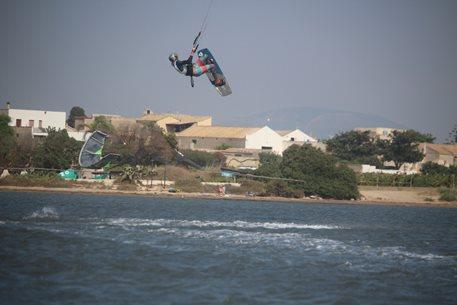 Kitesurfing-Pulka-leta-na-Sicilii-