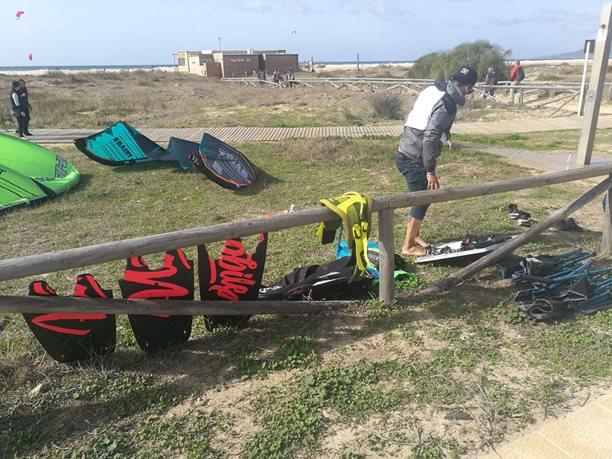 Kitesurfing-Spanelska-Tarifa (2)-Odsolování a odpískování hraček
