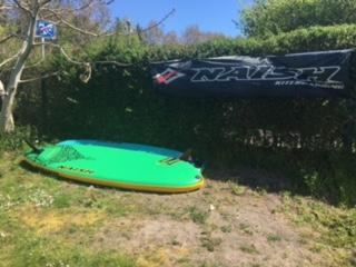 Kitesurfing-Start-a-stavba-zakladny-na-Rujane-SUPy pro naše kurzanty i k zapůjčení zájemcům.