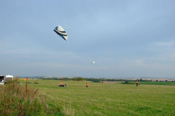 Landkiting MCR Panensky Tynec -testy vybaveni na trave.JPG