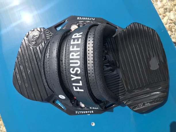 Kitesurfing-kiteboard-viazanie-Flysurfer-SQUAD-recenzia-