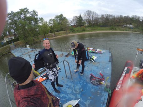 Kitesurfing-Zacatecnik-na-hluboke-vode-ze-clunu-