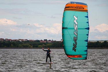 Kitesurfing - Novinka - kite S25 NAISH TRIAD