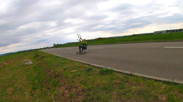 Landkiting-Pojezd-na-asfaltu-