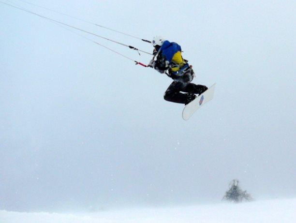 snowkiting-adolfov-peter-lynn-charger-flysurfer-speed04.JPG