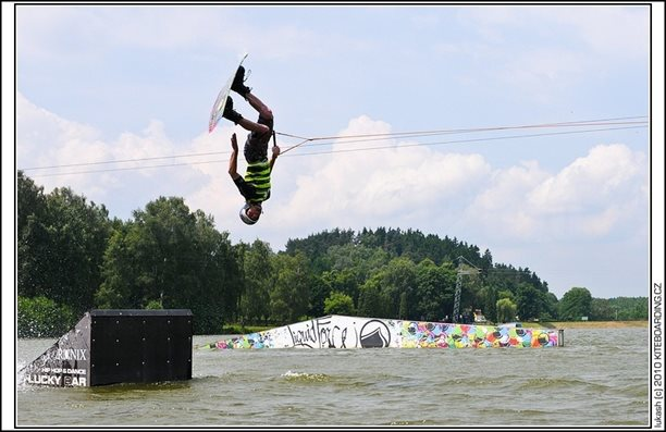wake_vlek_straz_pod_ralskem_kite_kiteboarding_snowkiting_landkiting_nobile_naish_flysurfer_06.jpg