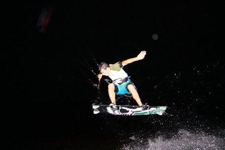 harakiri_kiteboarding_Agios_Nikolaos_night_kite_01.JPG