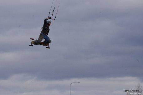 brno-landkiting-slatina-lk-land-kite-04.JPG